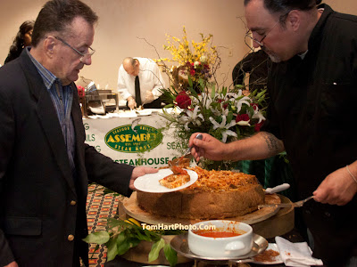 Michael Porpora of the Palasidiam and his 75 pound pasta pie. Photos by TOM HART/ FREELANCE PHOTOGRAPHER