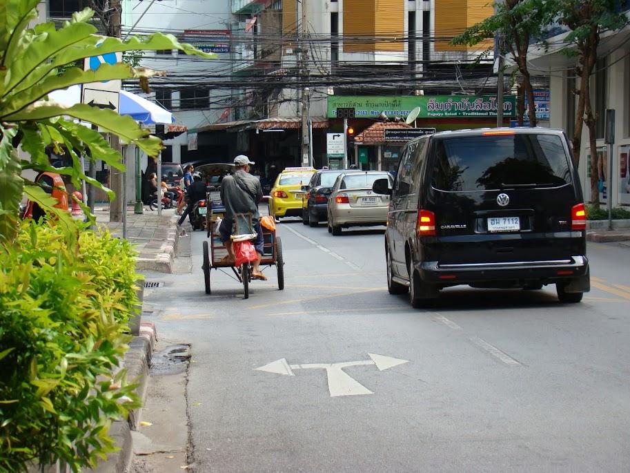 La gente mayor todavía usa la bici