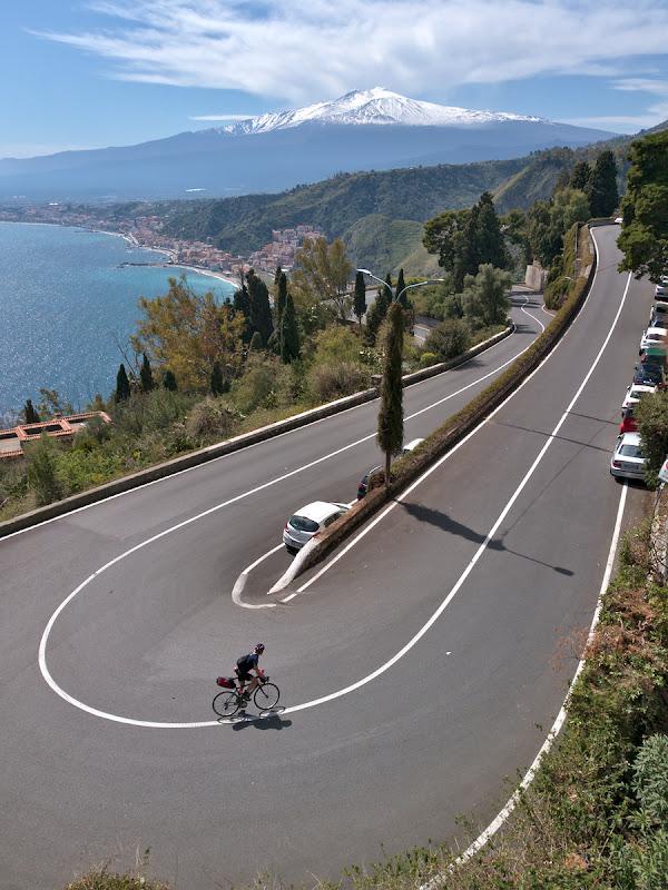 Sicilia intr-o singua imagine, urcari, mare si Etna. Indreptandu-ne spre Taormina.
