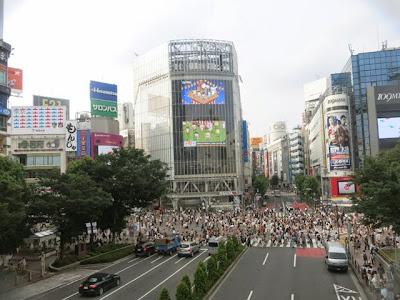 渋谷駅から見た、渋谷スクランブル交差点