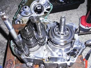 カブ50エンジン クランクケース分解