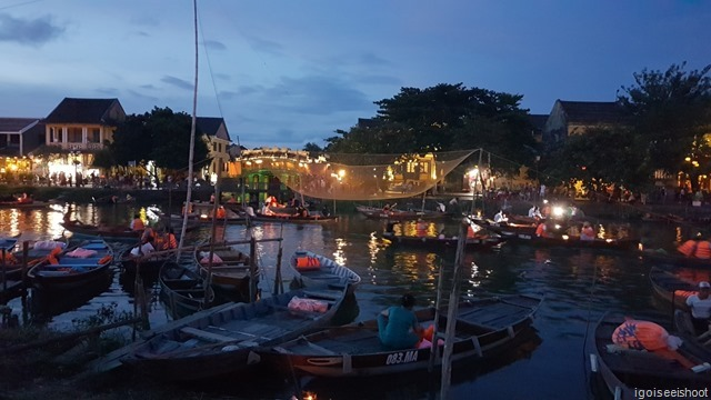 A popular activity for couples and families is a boat ride on the river during the evening time