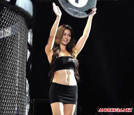 Mel Tan ring-girl đẹp hút hồn