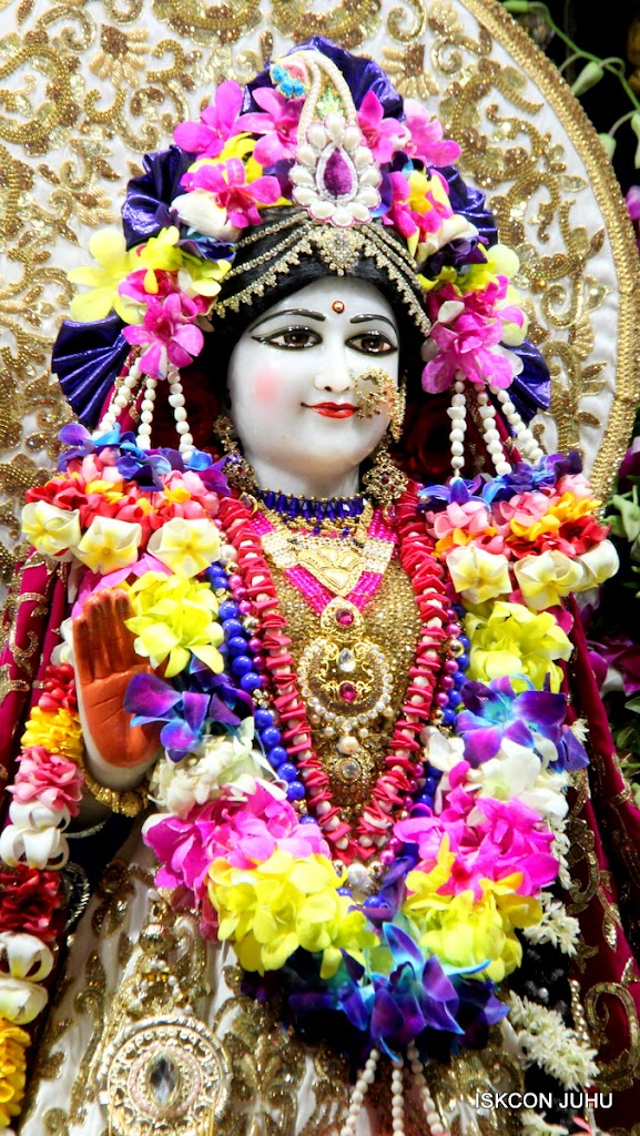 ISKCON Juhu Sringar Deity Darshan on 25th August 2016 (54)