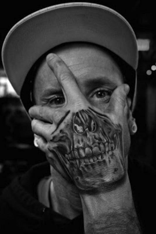 mo_de_tatuagens_de_caveira