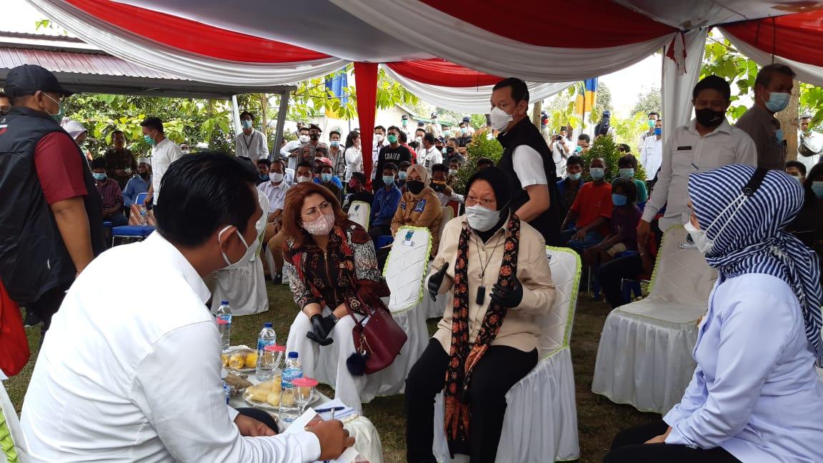 Kunker ke Desa Jelutih, Risma Bahas Akses Layanan Publik Bagi SAD