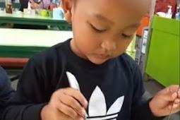 Doyan Pedas Sejak Usia 1,5 Tahun, Bocah Ini Tak Mau Makan Bila Tak Pakai Sambal