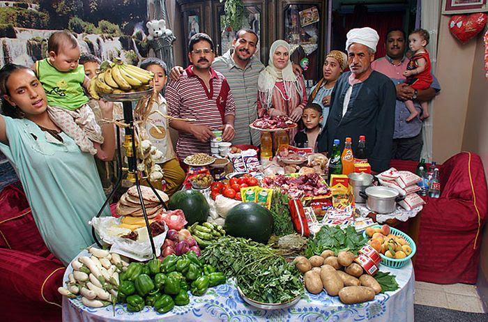 7i6x4DtYVM32 eNgSuNKG1Fd9XsLFag25zePfge w4=w700 h462 no - Недельный запас еды для семьи в разных странах мира (фото)
