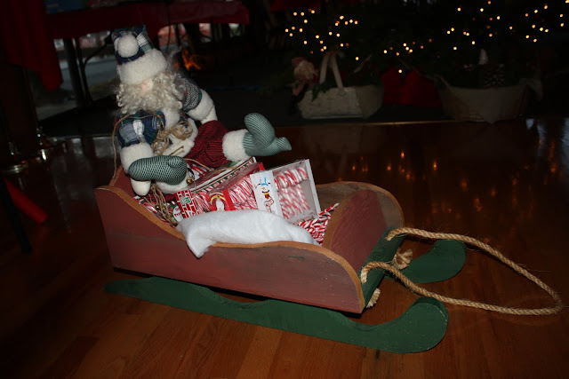 2009 Clubhouse Christmas Decorating Party - IMG_2561.JPG