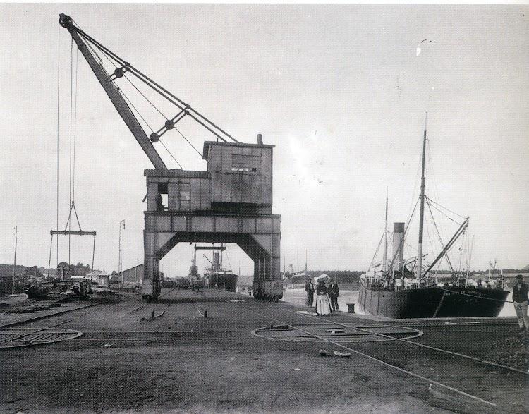 Vapor ANTONIO SATRUSTEGUI en Aviles. Del libro Portus. Una historia del puerto de Aviles.jpg