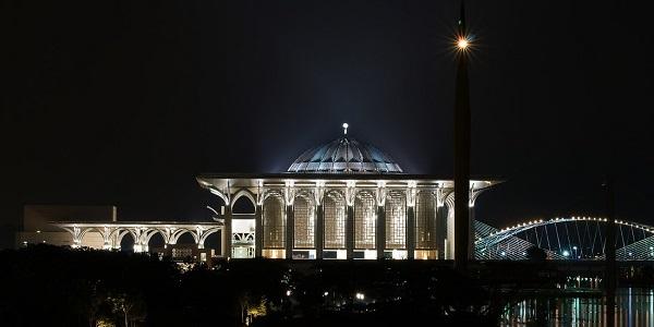 masjid besi.jpg