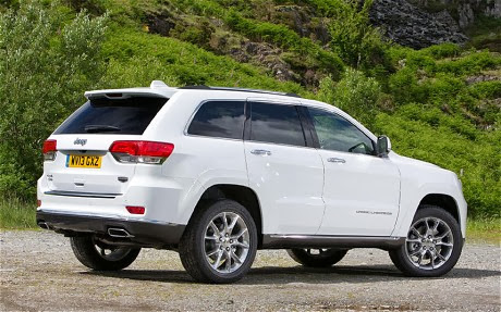 It takes a lot to slow the Jeep Grand Cherokee CRD V6 for roundabouts.