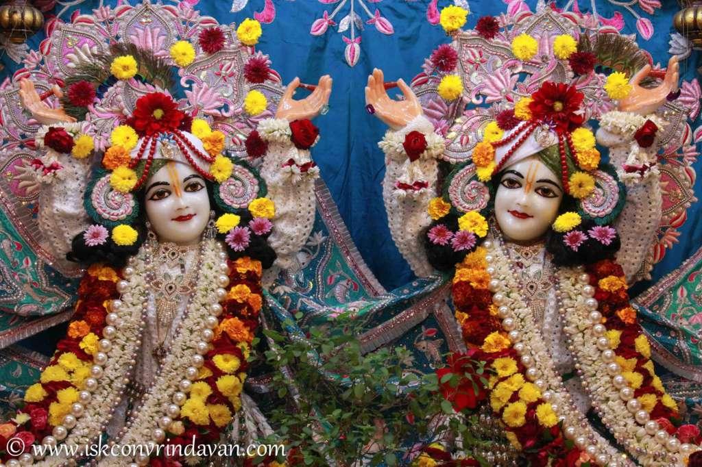 ISKCON Vrindavan Sringar Deity Darshan 17 Dec 2015 (4)