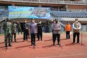Panglima TNI dan Kapolri Meninjau Pelaksanaan Vaksinasi Massal Di Bandung