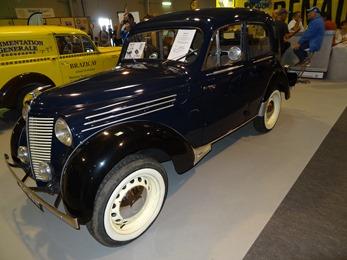 2017.09.23-066 Renault Juvaquatre berline 1947