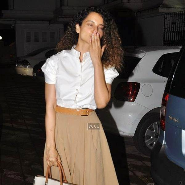 Kangana Ranaut blows kiss on her arrival for the wrap-party of Bollywood movie Mary Kom, held at Sajay Leela Bhansali's residence on July 26, 2014.(Pic: Viral Bhayani)