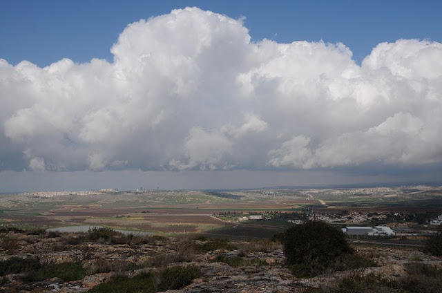 clouds in Israel, modi'in