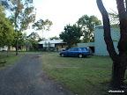 Der Wombat und rechts unsere Schlafhalle