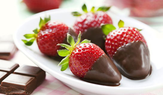 484ce2e4a873b516ab07ff1bf33ca8a9_dark-chocolate-dipped-strawberries-580x326_featuredImage