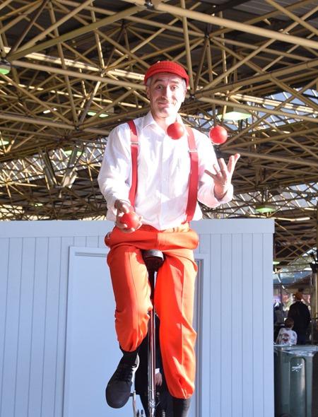 juggler 1