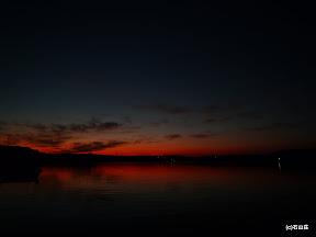 2010/12/01の日没後のお写真です。この日は空気が澄んでるのか夕日の残像を長く見れました。