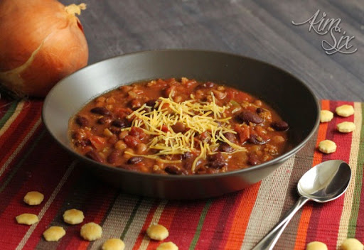 Easy Crock Pot Chili with Beef and Beans