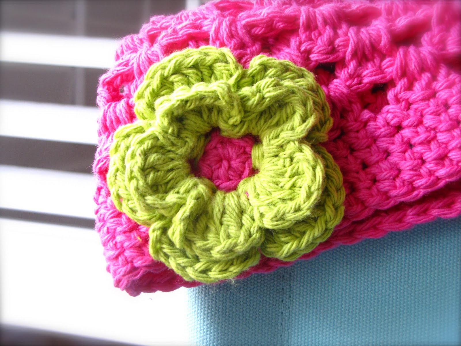 Flower Pattern In Crochet : treasures for tots: Double Crochet Flower