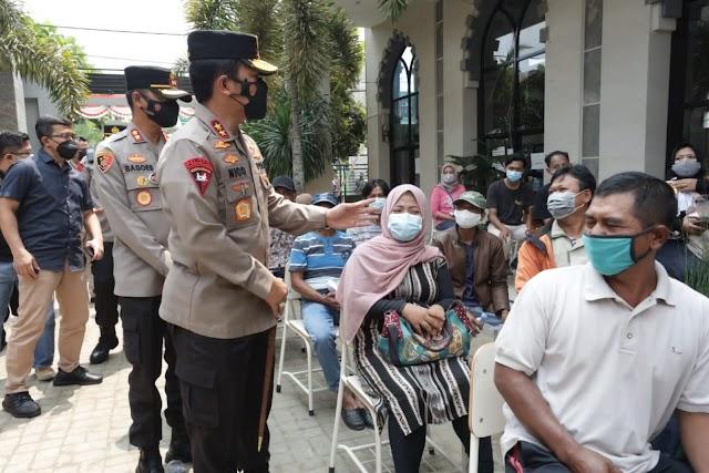 *Kapolda Jatim Cek Pelaksanaan Vaksinasi di NUIS Pakis, Kabupaten Malang*