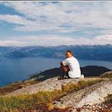 Mektig utsikt over Vikøy og Hardangerfjorden.