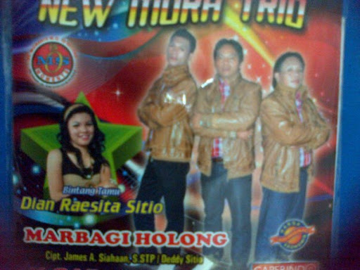 Lirik Lagu New Mora Trio - Parumaen Na Burju