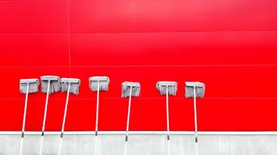 Ilustrasi pengepel home cleaning jakarta kekinian