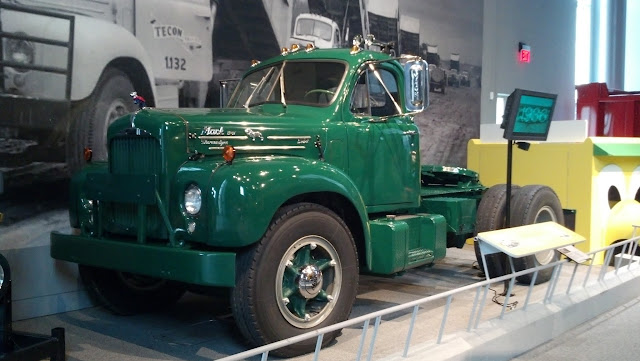 1957 Model B61T, Mack B Series. Америка на колесах - музей антикварных автомобилей в Аллентауне, Пенсильвания (America on Wheels, Allentown, PA)
