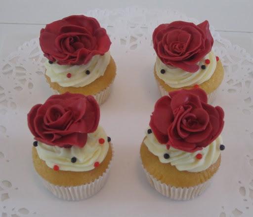 003- Roos cupcake.JPG