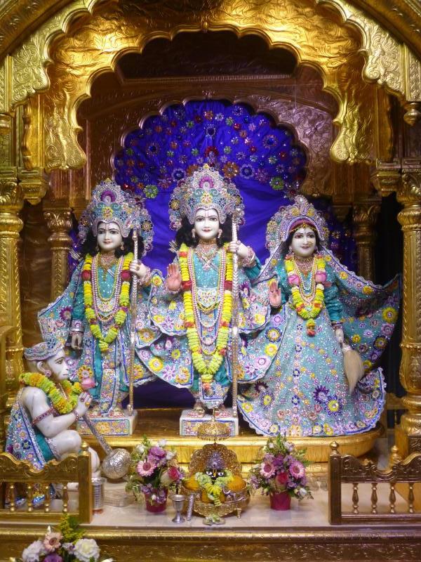 ISKCON Bhaktivedanta Manor Deity Darshan 17 Dec 2015 (1)