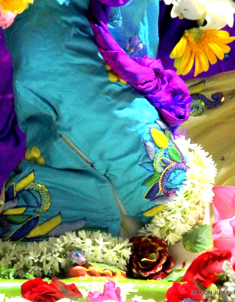 ISKCON Juhu Sringar Deity Darshan on 28th April 2016 (17)