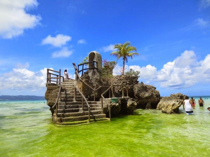 ボラカイ島のウィリーロック周辺のアオコの様子
