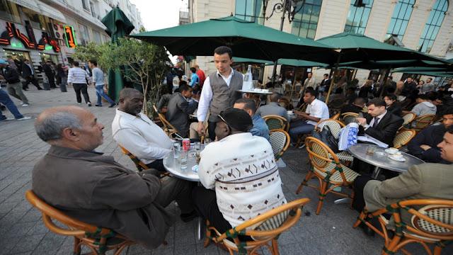 رئيس الغرفة الوطنية لأصحاب المقاهي يطلق صيحة فزع و يوجه رسالة حادة للمشيشي