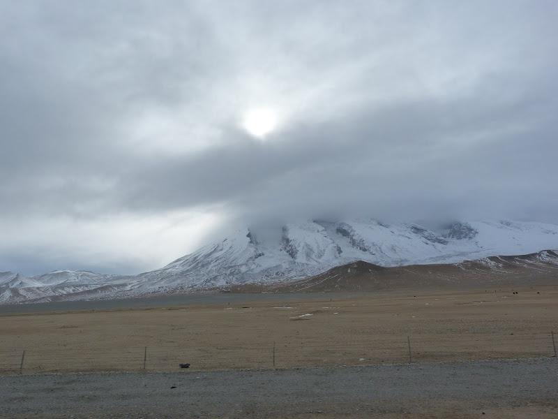 XINJIANG. Karakoram Highway, lune des plus haute route au monde, en passant a 4400 m - P1280656.JPG