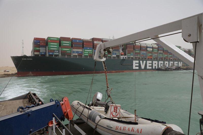 Kapal kargo Ever Given yang menghalang laluan di Terusan Suez berjaya diapungkan