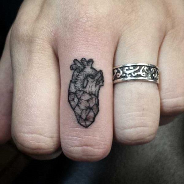 este_coraço_geomtrico_da_tatuagem