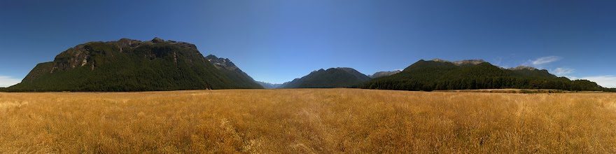 Photo: New Zealand, Southland, Fiordland National Park, Milford Road, Eglinton Valley