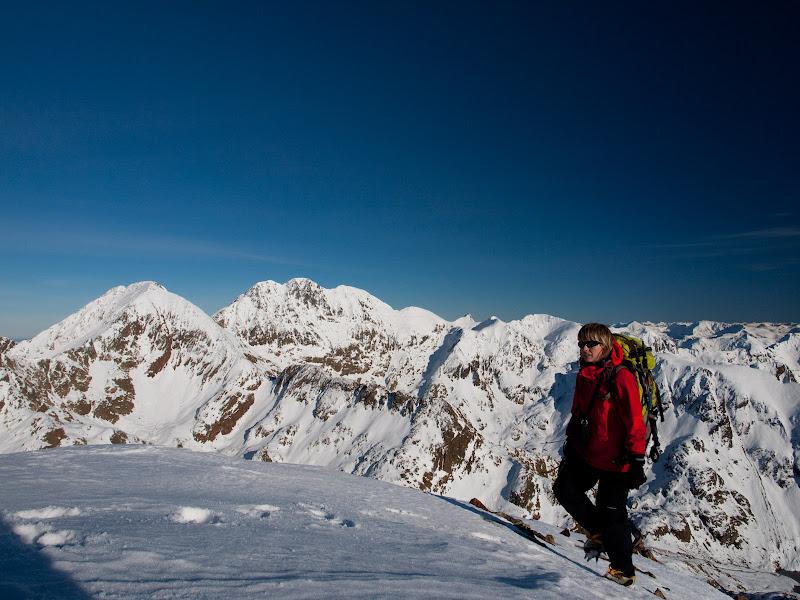 Arribant al cim, amb el Sotllo i la Pica d'Estats al fons