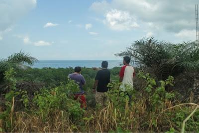pemandangan laut sepanjang perjalanan menuju ke Lontar