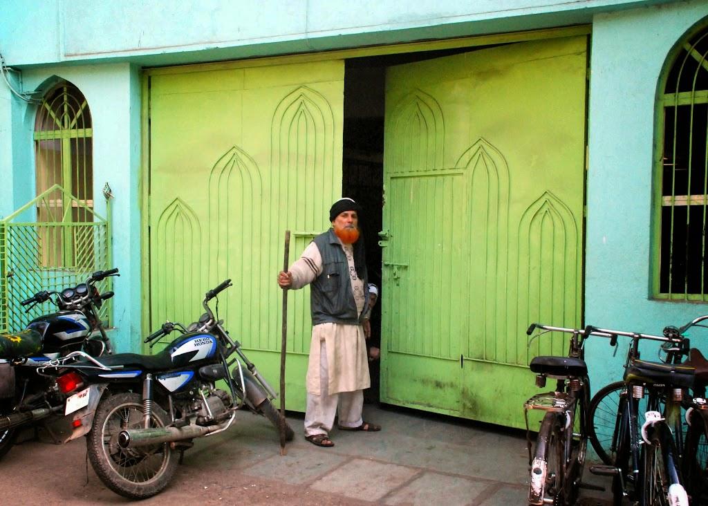 Main gate  11-27-2006 7-13-54 AM