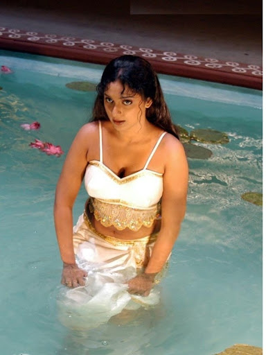 Cleavage Hot Akshaya very hot dress in water Latest