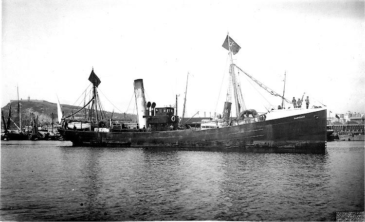 El vapor SANTIAGO en el puerto de Barcelona. Fecha indeterminada. Colección Jaume Cifre. Nuestro agradecimiento.jpg