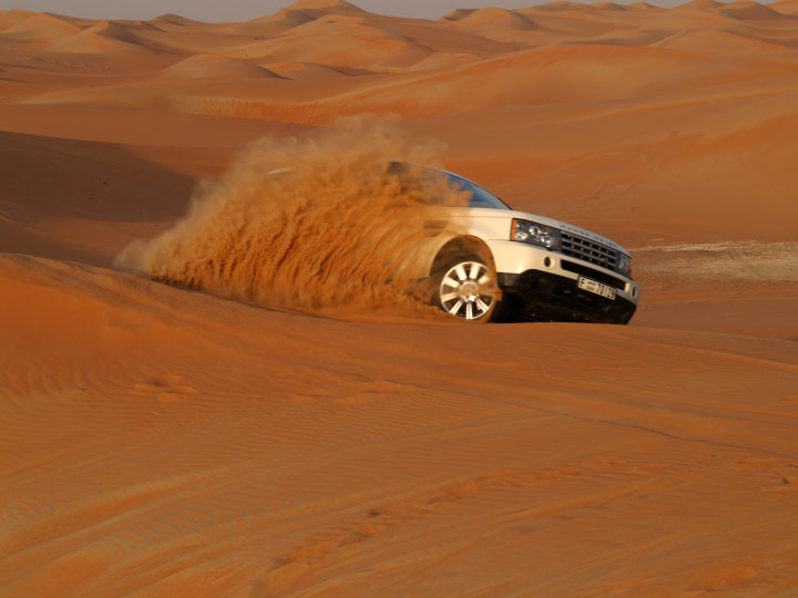 Range Rover Sport Supercharged in Al Wagan Dunes