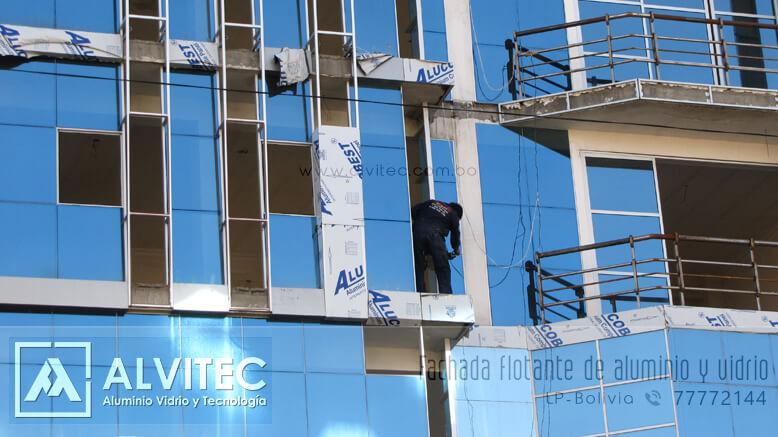 Fachadas flotantes en vidrio y aluminio