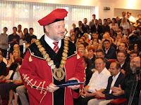 20 Tóth János rektor a jó együttműködésért vehette át a Debreceni Egyetem bronzplakettjét.jpg