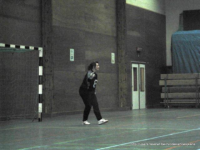 Ballen aan de kant -16 feb 2010 - doelvrouw_zaalvoetbal.jpg